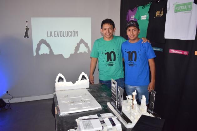CHICOS PROYECTO LA EVOLUCION PROYECTADO CON SOMBRAS
